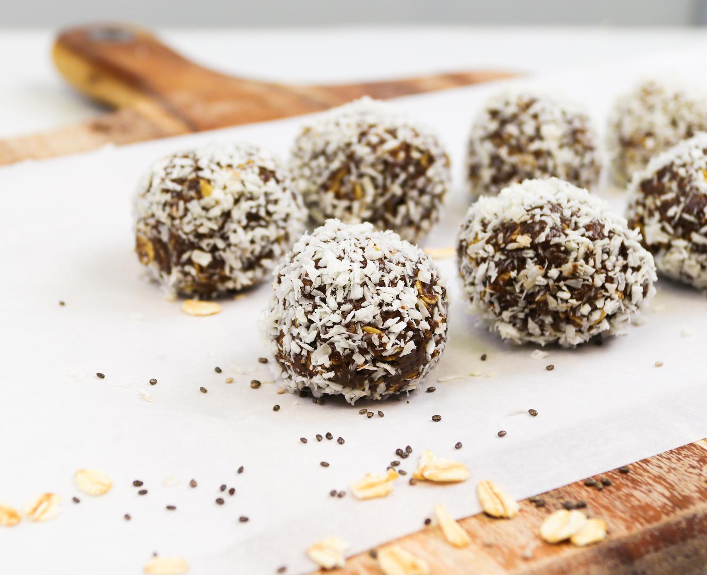 chocolate-matcha-powerballs